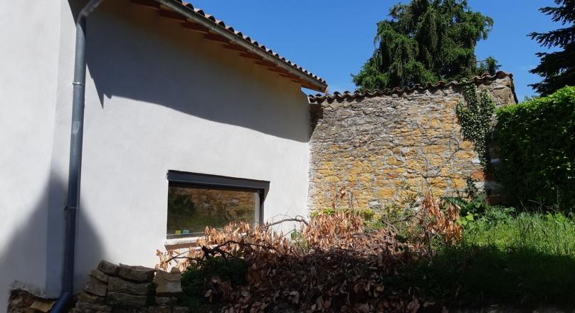 Sous offre - Exclusivité - St Cyr au Mont d'or - Charmante maison de village de 140 m² terrain arboré de 350 m²