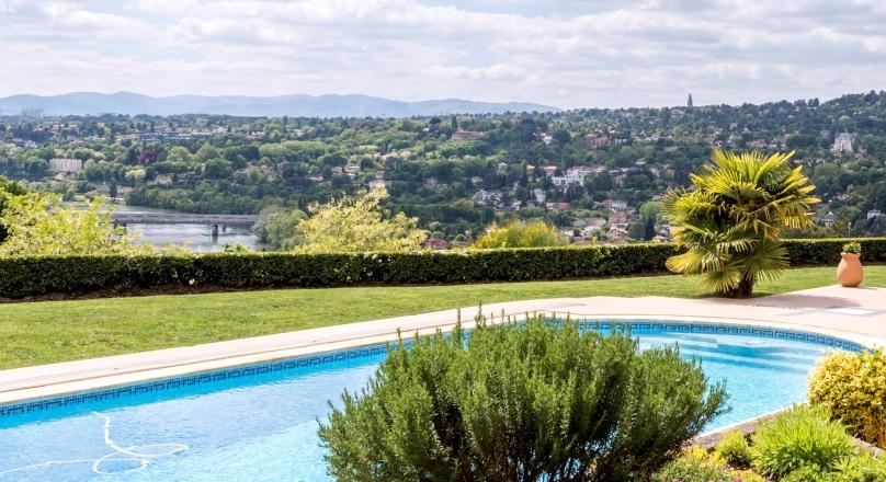 Caluire et Cuire - Propriété d'environ 1 hectare avec maison de 230m²